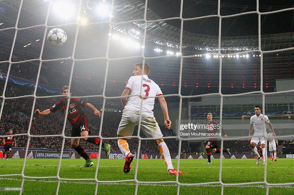 Bayer 04 Leverkusen v AS Roma - UEFA Champions League