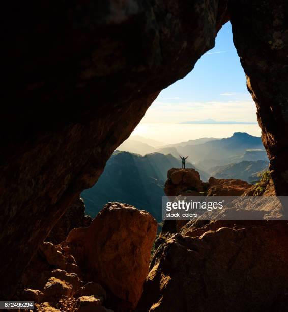 admirando la montaña del Roque Nublo