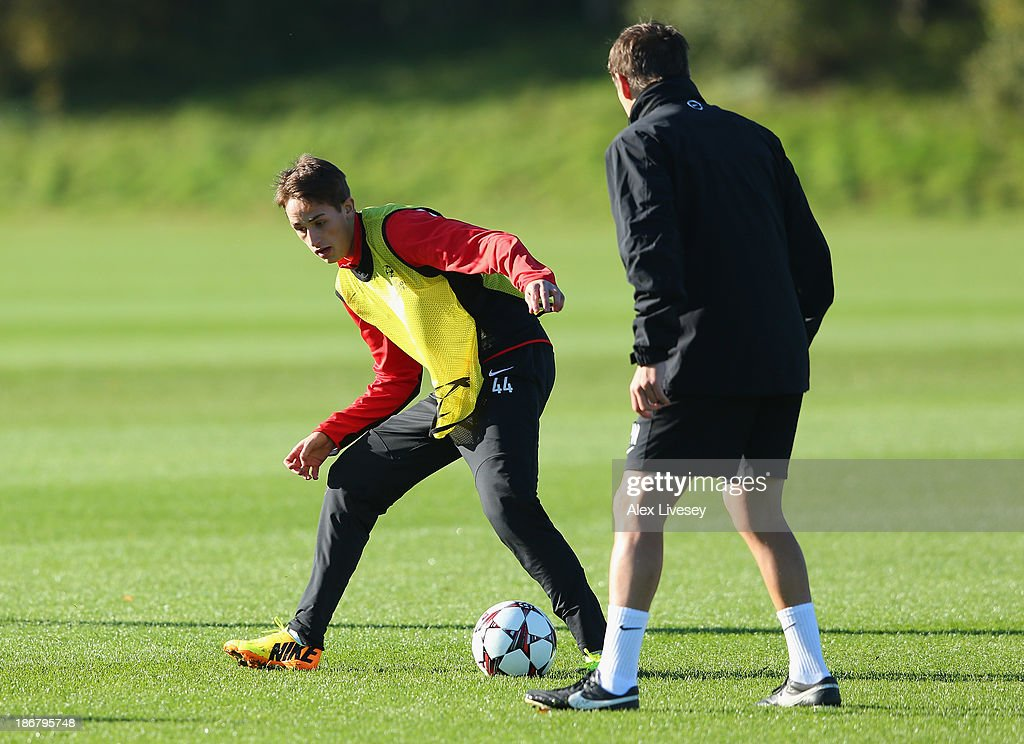 <a gi-track='captionPersonalityLinkClicked' href=/galleries/search?phrase=Adnan+Januzaj&family=editorial&specificpeople=8291259 ng-click='$event.stopPropagation()'>Adnan Januzaj</a> of Manchester United controls the ball during a training session at Aon Training Complex on November 4, 2013 in Manchester, England.