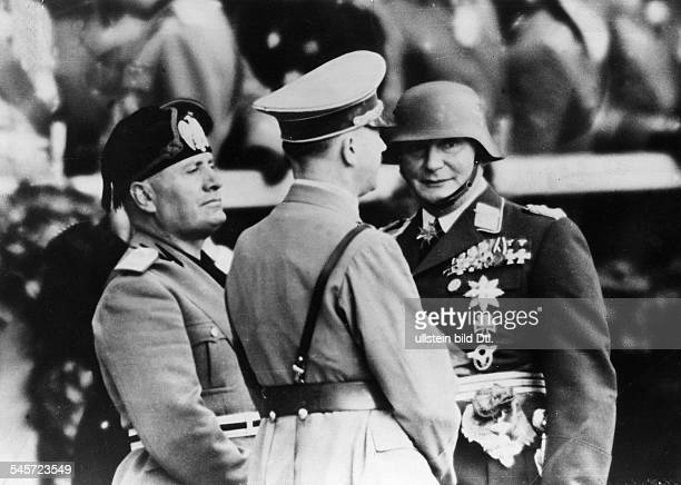 Adolf Hitler Benito Mussolini und HermannGöring im Gespräch vor dem Beginn derMilitärparade vor der TechnischenHochschule