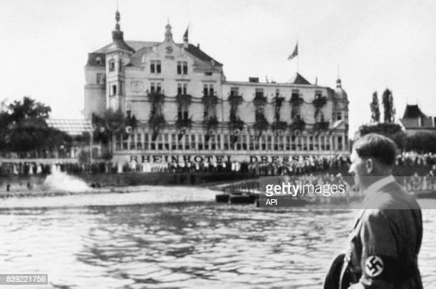Adolf Hitler sur le Rhin lors d'une visite à Bonn en Allemagne en 1934