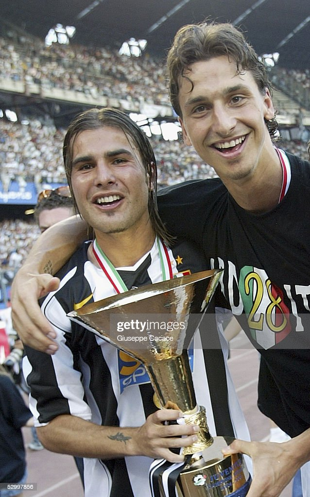 Adrian Mutu (L) and Zlatan Ibrahimovic of Juventus celebrate with the trophy at the end of the last Serie A football match of the season between Juventus and Cagliar in Delle Alpi Stadium May 29, 2005, in Turin, Italy.