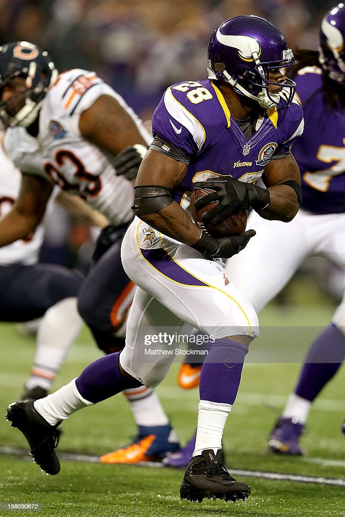 Adrian Peterson #28 of the Minnesota Vikings carries the ball against the Chicago Bears at Mall of America Field on December 9, 2012 in Minneapolis, Minnesota.