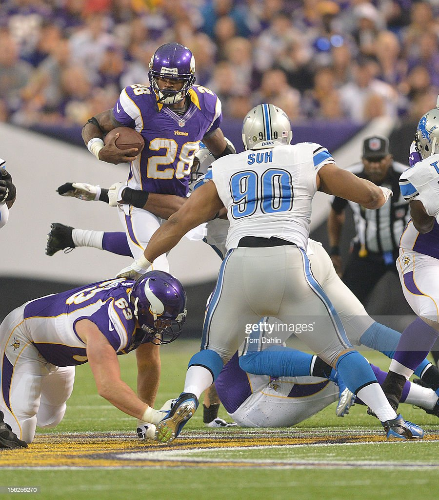 Adrian Peterson #28 of the Minnesota Vikings carries the ball during an NFL game against the Detroit Lions at Mall of America Field at the Hubert H. Humphrey Metrodome on November 11, 2012 in Minneapolis, Minnesota.