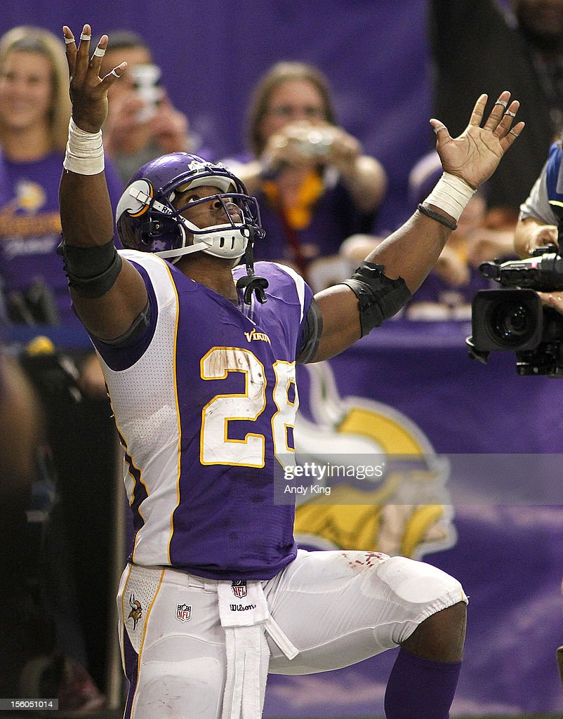 Adrian Peterson #28 of the Minnesota Vikings celebrates a 61-yard touchdown against the Detroit Lions November 11, 2012 at Mall of America Field at the Hubert H. Humphrey Metrodome in Minneapolis, Minnesota. The Vikings defeated the Lions 34-24.