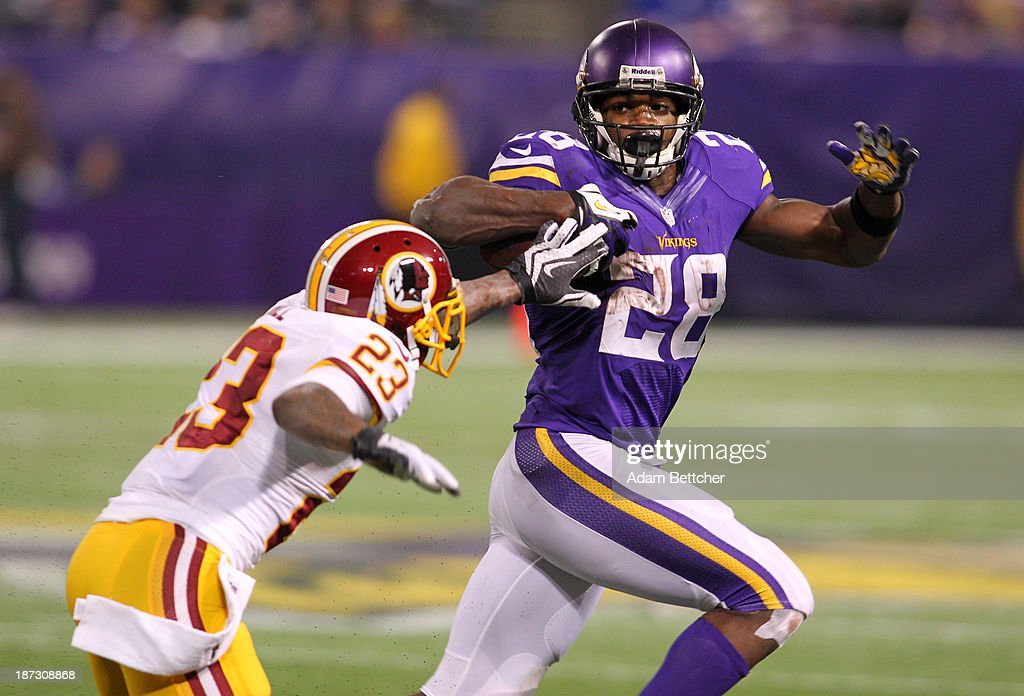 <a gi-track='captionPersonalityLinkClicked' href=/galleries/search?phrase=Adrian+Peterson+-+American+Football+Player+-+Minnesota+Vikings&family=editorial&specificpeople=210807 ng-click='$event.stopPropagation()'>Adrian Peterson</a> #28 of the Minnesota Vikings out runs <a gi-track='captionPersonalityLinkClicked' href=/galleries/search?phrase=DeAngelo+Hall&family=editorial&specificpeople=209065 ng-click='$event.stopPropagation()'>DeAngelo Hall</a> #23 of the Washington Redskins on November 7, 2013 at Mall of America Field at the Hubert Humphrey Metrodome in Minneapolis, Minnesota.