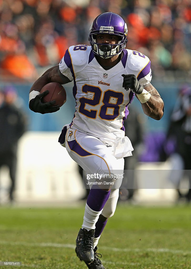 <a gi-track='captionPersonalityLinkClicked' href=/galleries/search?phrase=Adrian+Peterson+-+American+Football+Player+-+Minnesota+Vikings&family=editorial&specificpeople=210807 ng-click='$event.stopPropagation()'>Adrian Peterson</a> #28 of the Minnesota Vikings runs against the Chicago Bears at Soldier Field on November 25, 2012 in Chicago, Illinois. The Bears defeated the Vikings 28-10.