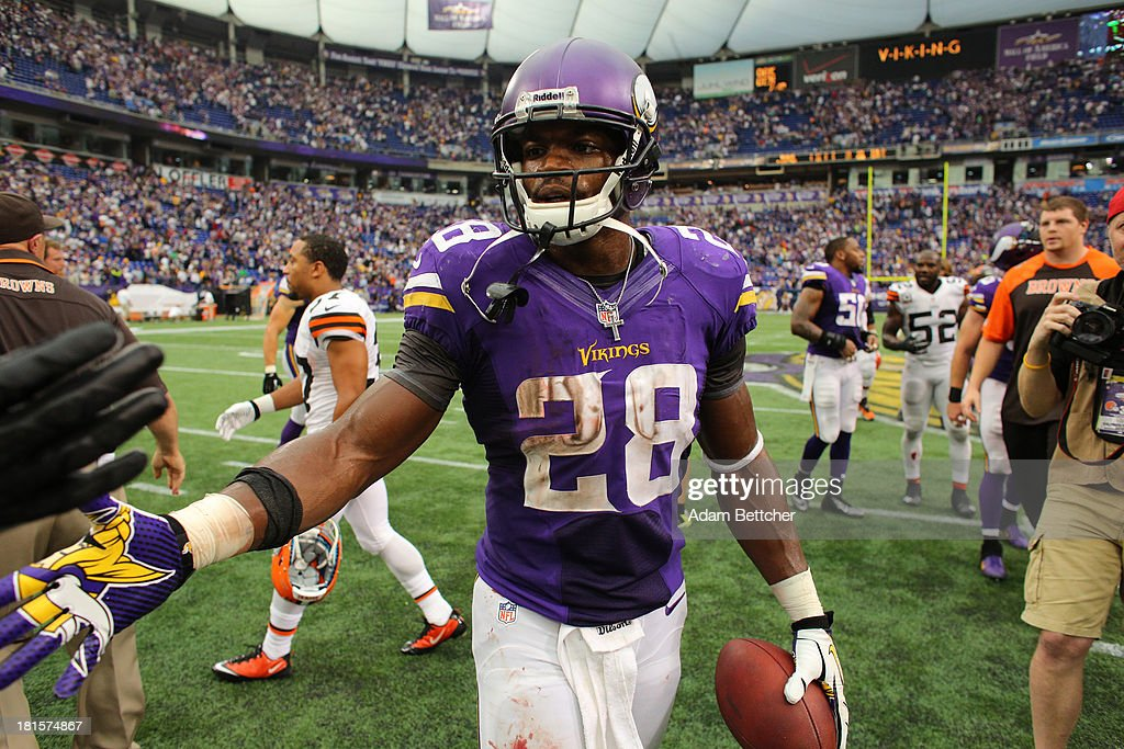 <a gi-track='captionPersonalityLinkClicked' href=/galleries/search?phrase=Adrian+Peterson+-+American+Football+Player+-+Minnesota+Vikings&family=editorial&specificpeople=210807 ng-click='$event.stopPropagation()'>Adrian Peterson</a> #28 of the Minnesota Vikings shakes hands after loosing against the Cleveland Browns on September 22, 2013 at Mall of America Field at the Hubert Humphrey Metrodome in Minneapolis, Minnesota.