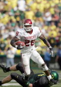 Adrian Peterson of the Oklahoma Sooners carries the ball against the Oregon Ducks on September 16 2006 at Autzen Stadium in Eugene Oregon