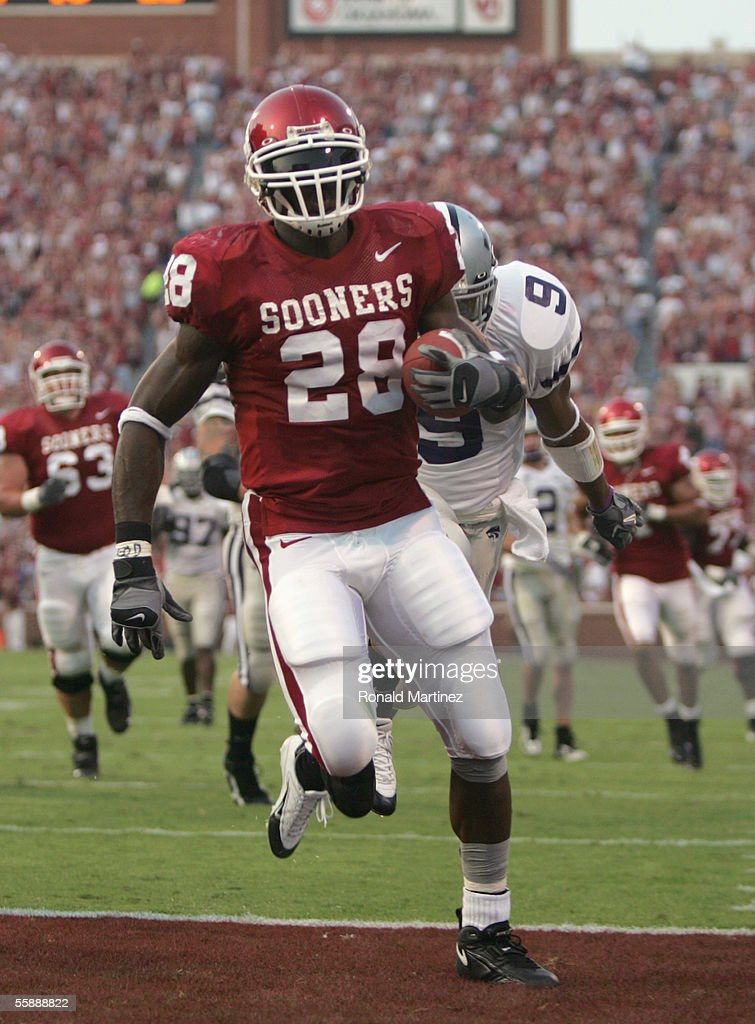 Adrian Peterson the Oklahoma Sooners makes a touchdown during the game against the Kansas State Wildcats on October 1 2005 at Memorial Stadium in...