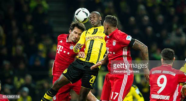 Adrian Ramos of Borussia Dortmund gets challenged by Mats Hummels and Jerome Boateng of Bayern Muenchen during the Bundesliga match between Borussia...