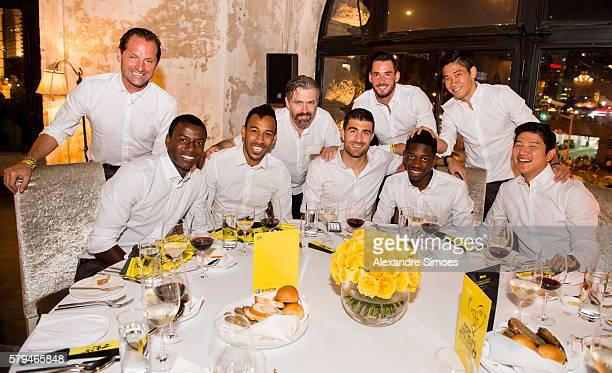 Adrian Ramos PierreEmerick Aubameyang Sokratis Papastathopoulos Ousmane Dembele goal keeper Roman Buerki Shinji Kagawa and Jo Hoo Park of Borussia...