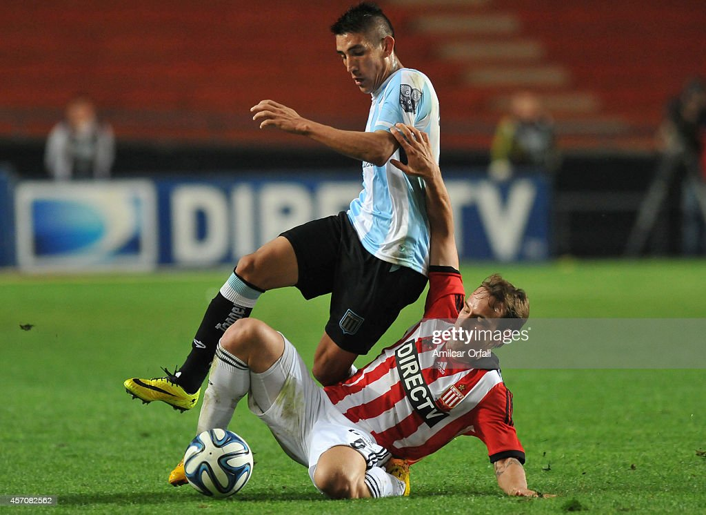 Adrian Ricardo Centurion of Racing Club loses the ball with Gaston Gil Romero of Estudiantes during a match between Estudiantes and Racing Club as part of Torneo de Transicion 2014 at Ciudad de la Plata Stadium on October 11, 2014 in La Plata, Argentina.