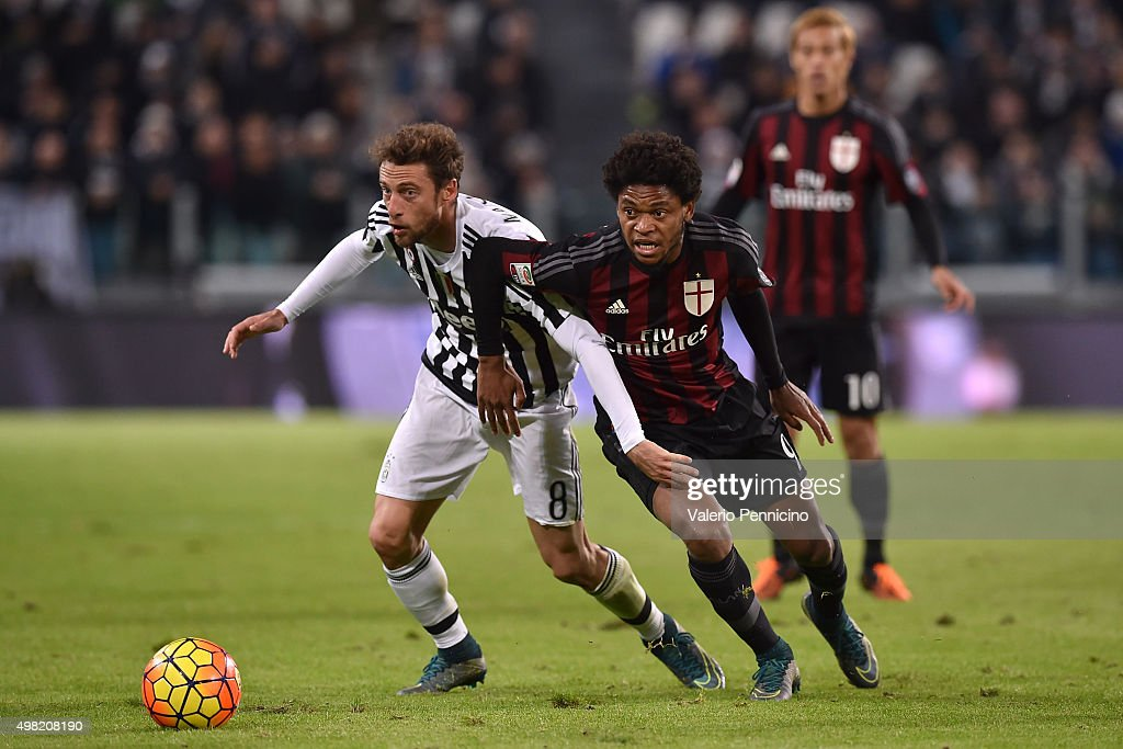 Adriano (R) of AC Milan competes with Claudio Marchisio of Juventus FC during the Serie A match between Juventus FC and AC Milan at Juventus Arena on November 21, 2015 in Turin, Italy.