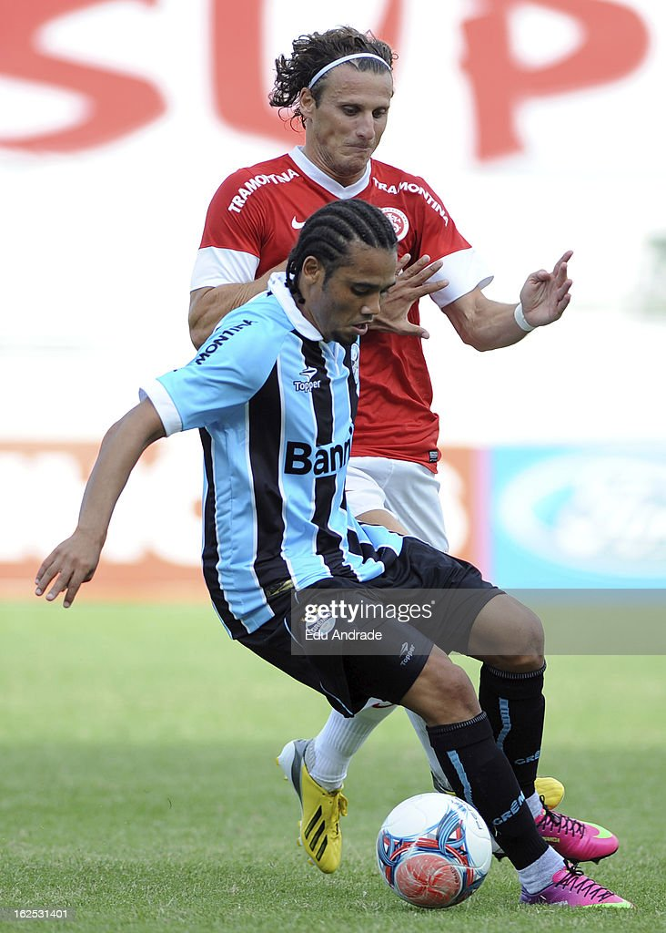 Adriano of Gremio fights for the ball with Diego Forlan of Internacional during a match between Gremio and Internacional as part of the Gaucho championship at Centenario stadium on February 24, 2013 in Caixas Do Sul, Brazil.