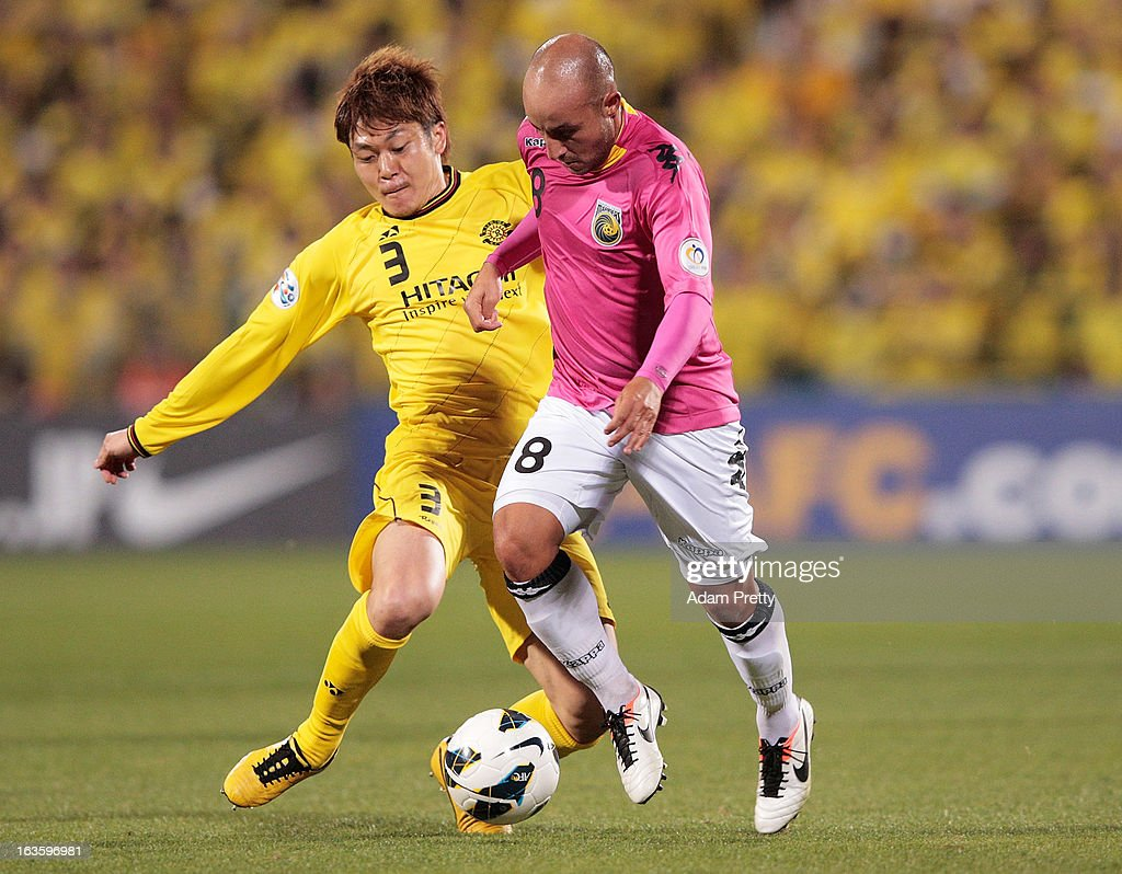 Adriano Pellegrino of the Mariners is tackled by of Naoya Kondo of Kashiwa Reysol during the AFC Champions League Group H match between Kashiwa Reysol and Central Coast Mariners at Hitachi Kashiwa Soccer Stadium on March 13, 2013 in Kashiwa, Chiba, Japan.