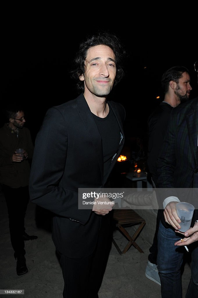 <a gi-track='captionPersonalityLinkClicked' href=/galleries/search?phrase=Adrien+Brody&family=editorial&specificpeople=202175 ng-click='$event.stopPropagation()'>Adrien Brody</a> attends the 'Carter Cleveland, Wendi Murdoch And Dasha Zhukova Host Party' at Soho Beach House on November 30, 2011 in Miami Beach, Florida.