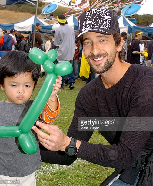 Adrien Brody right creates balloon sculpture for child