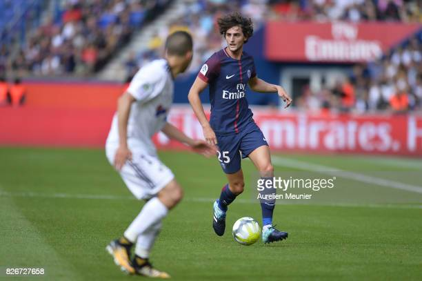 Adrien Rabiot of Paris SaintGermain runs with the ball during the Ligue 1 match between Paris SaintGermain and Amiens at Parc des Princes on August 5...