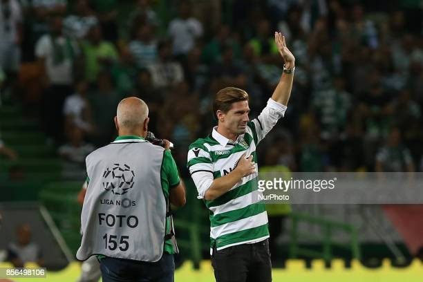 Adrien Silva tribute to the fans during Premier League 2017/18 match between Sporting CP and FC Porto at Alvalade Stadium in Lisbon on October 1 2017