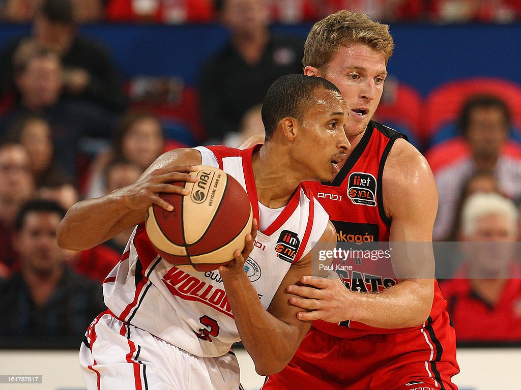Adris DeLeon of the Hawks looks to take on Rhys Carter of the Wildcats during game one of the NBL Semi Final Series between the Perth Wildcats and the Wollongong Hawks at Perth Arena on March 28, 2013 in Perth, Australia.