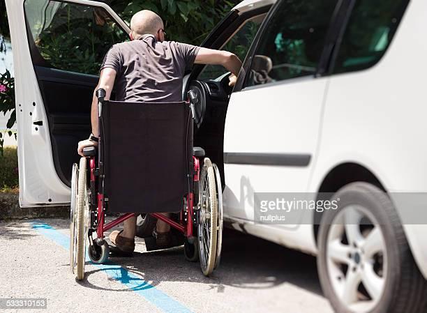 driver per adulti in sedia a rotelle guida in auto