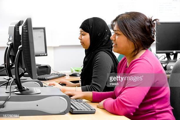 Sud asiatique Femme d'affaires travaillant dans le bureau