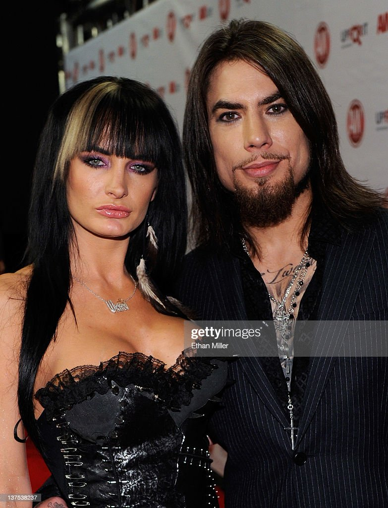 Adult film actress Alektra Blue (L) and recording artist <a gi-track='captionPersonalityLinkClicked' href=/galleries/search?phrase=Dave+Navarro&family=editorial&specificpeople=202159 ng-click='$event.stopPropagation()'>Dave Navarro</a> arrive at the 29th annual Adult Video News Awards Show at the Hard Rock Hotel & Casino January 21, 2012 in Las Vegas, Nevada.