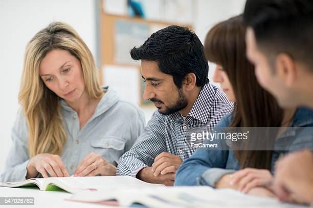 Erwachsene zusammen studieren