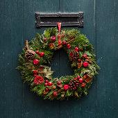 Advent - Advent Christmas wreath on wooden door de
