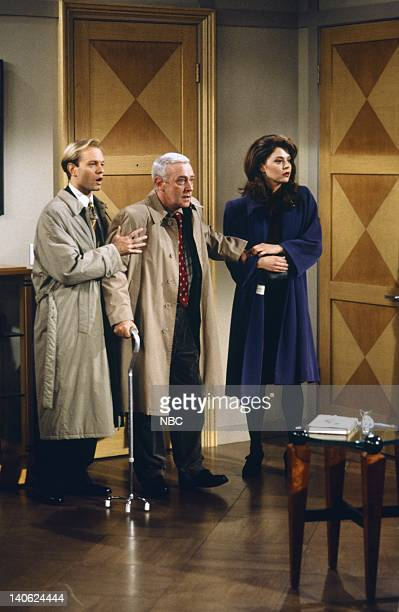 FRASIER 'Adventures in Paradise Part 2' Episode 9 Pictured David Hyde Pierce as Doctor Niles Crane John Mahoney as Martin Crane Jane Leeves as Daphne...