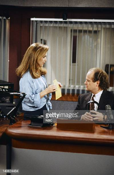 FRASIER 'Adventures in Paradise Part 2' Episode 9 Pictured Peri Gilpin as Roz Doyle Kelsey Grammer as Doctor Frasier Crane Photo by Chris Haston/NBCU...