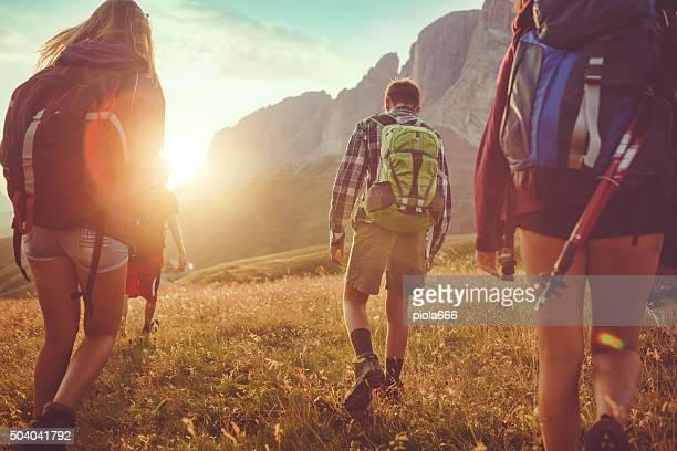 Abenteuer in den Dolomiten: Freunde Wandern
