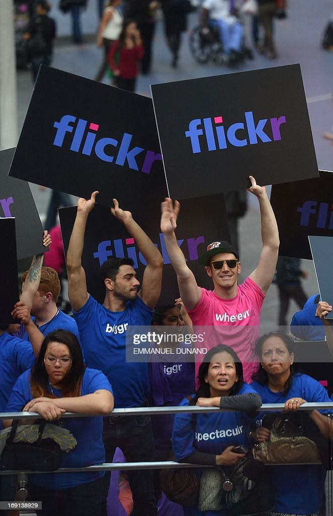 Advertising participants flash signs during an announcement that Yahoo acquired the Tumblr blogging site in order to upgrade its Flickr site, in New York, May 20, 2013. Yahoo announced a $1.1 billion deal for blogging site Tumblr aiming to help Yahoo to tap into the younger, active online user base at Tumblr. AFP PHOTO/Emmanuel Dunand