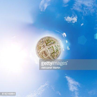 Vista aerea sulla città. Paesaggio urbano. Copter scatto. Immagine panoramica. : Foto stock
