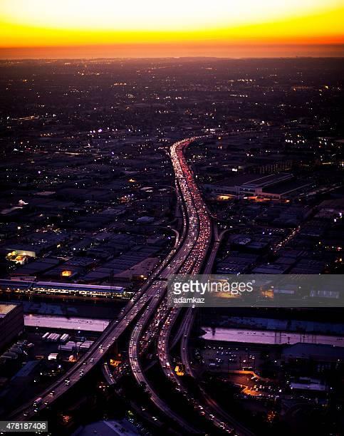 Vue aérienne du centre-ville de Los Angeles dans la nuit