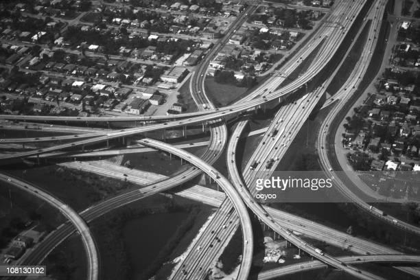Photographie aérienne d'une intersection de l'autoroute