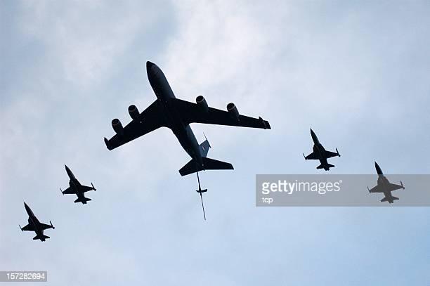 Vue aérienne du pétrolier & fighers jet