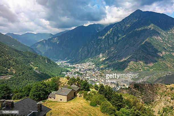 Vista aérea Andorra la Vella Pirineos las montañas