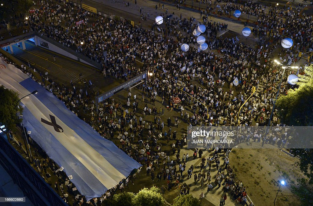 Aerial view of a march against Argentine President Cristina Fernandez de Kirchner's government policies in Buenos Aires on April 18, 2013. AFP PHOTO / JUAN MABROMATA