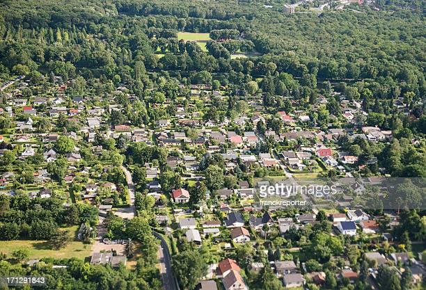 Luftbild von einem Vorstadthotel in Deutschland