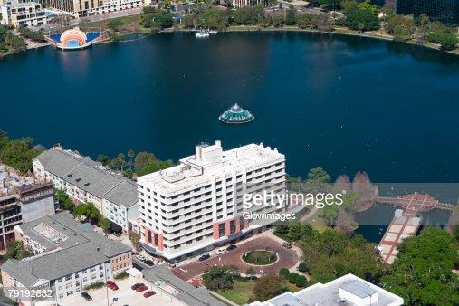 Aerial view of buildings along a lake, Lake Eola, Lake Eola Park, Orlando, Florida, USA : Foto de stock