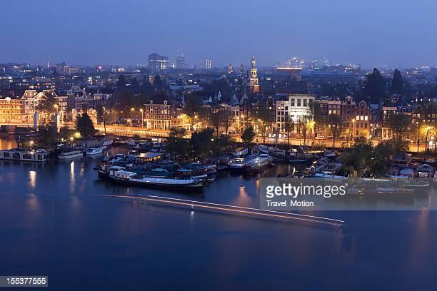 Vue aérienne du port de la ville de nuit, Amsterdam, aux Pays-Bas