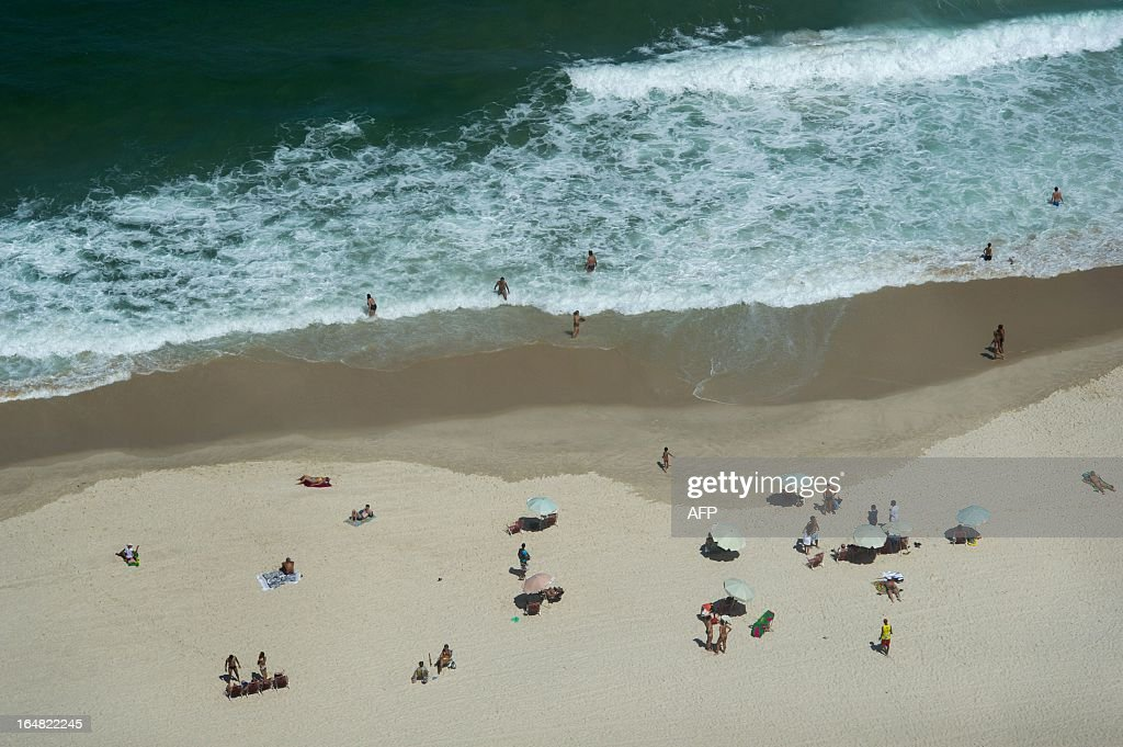 Aerial view of Copacabana beach in Rio de Janerio, Brazil, on March 28, 2013. AFP PHOTO/Yasuyoshi CHIBA / AFP / YASUYOSHI