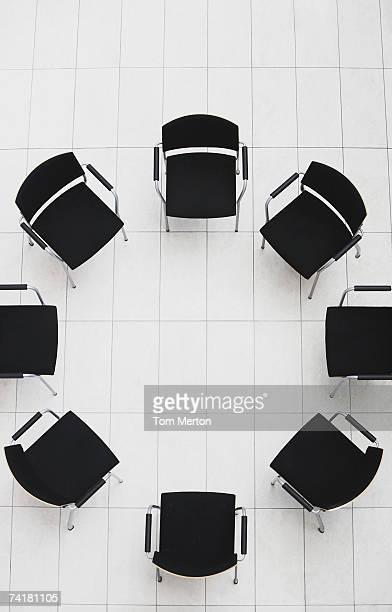 空から見た空の椅子、円形