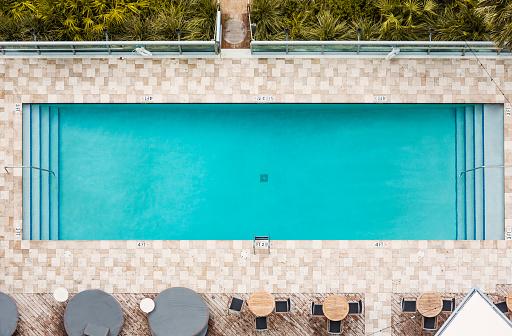 Zwembad stockfoto 39 s en beelden getty images - Rectangle pool aerial view ...