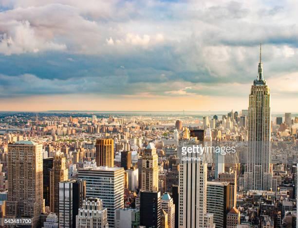 の航空写真ニューヨーク市日没に街並み