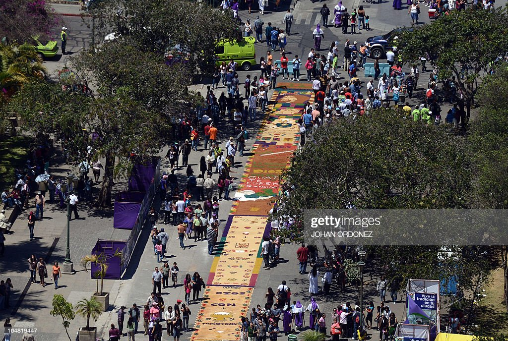 Aerial view of part of a 1,400 meters carpet made with flowers and colored sawdust carried out by municipal employees and volunteers in an attempt to set a Guinness World Record for the longest carpet of the world, in Guatemala City on March 28, 2013. These carpets are traditionally made during Hoy Week each year. AFP PHOTO / Johan ORDONEZ