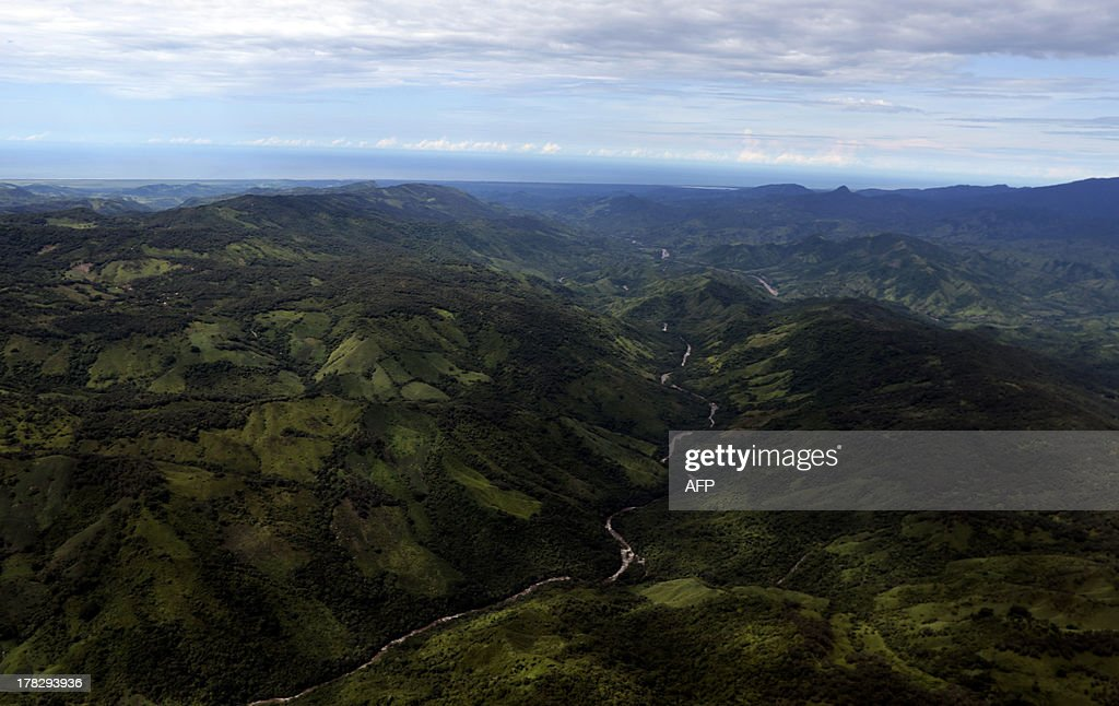 Aerial view of Petatlan hills in Guerrero state, Mexico on August 28, 2013. Mexico is being whipped by a war among drug cartels disputing their place and the trafficking to the United States with unusual ferocity and sophisticated wepaons. AFP PHOTO/Pedro Pardo