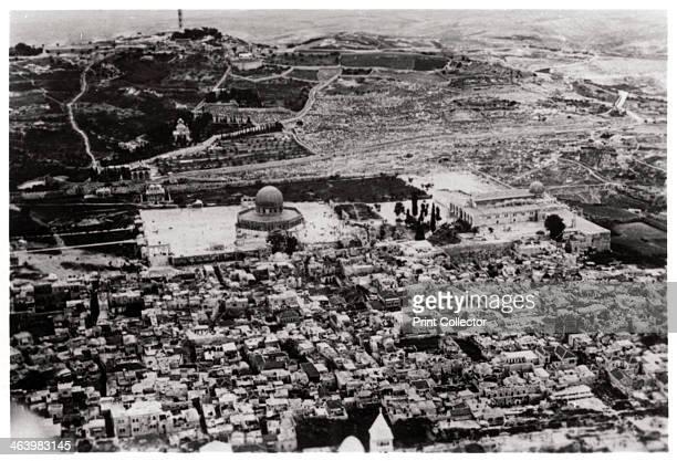 Aerial view of the Mosque of Omar Jerusalem Palestine from a Zeppelin 1931 A photograph from ZeppelinWeltfahrten Vom ersten Luftschiff 1899 bis zu...